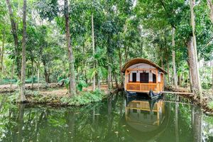 Stay in a Floating Room at Vembanad Lake in Kerala