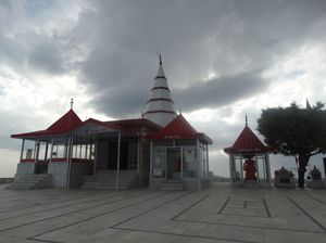 Drive from Chandigarh to Chail is very amsuing for a day out. Kale ka tibba is a temple near Chail.