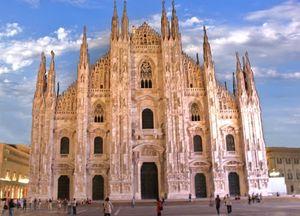Duomo Di Milano 1/2 by Tripoto