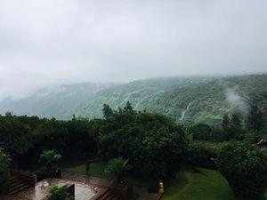 Getaway to the lush green Mahabaleshwar hills!