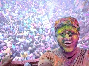 Let's play holi in vrindavan and mathura #tripotocommunity #selfiewithaview