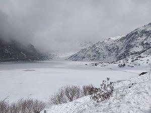 Tsomgo(Changu) lake  #eastsikkim #snowcoveredmountains #highestaltituderopewayofasia14500ft.