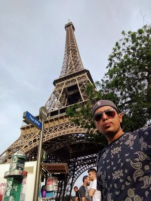 Ridin Solo   #SelfieWithAView #VivoS1 #TripotoCommunity #Paris #France #TourEiffel #EiffelTour
