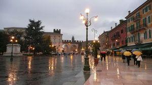 Piazza dell Erbe 1/1 by Tripoto