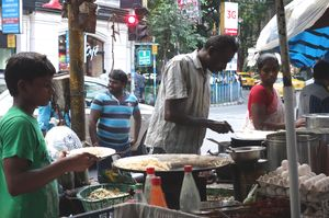 "This Affordable Street Food Trail Under Rs 200 in Kolkata Will Make You Say ""Abar Khabo"""