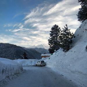 Gulmarg covered with snow jammu & kashmir