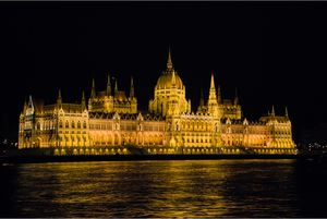 The Hungarian parliament is lit af