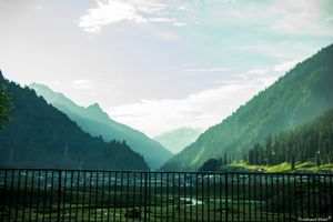 Into the mighty Himalayas : Sonmarg - Leh - Manali - Delhi