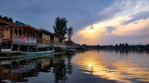 Sunset-Dal lake