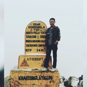 At the ???? of  #khardongla. One of the highest motorable road in the world⛰️????