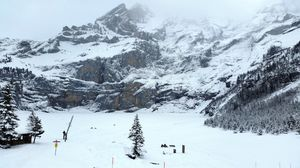 A NEAR FROZEN EXPERIENCE In Swiss Winter Wonderland - OESCHINENSEE #trekkinginwinter