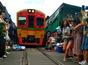 Your Guide from MaeKlong Railway Market to Bangkok by Train-Ferry-Bus, all less than 50 Thai Baht !
