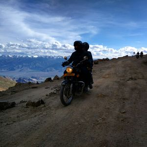 Ride to the highest motorable road in world- manali to leh