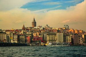 If one had only one gaze to see the world then he must see istanbul