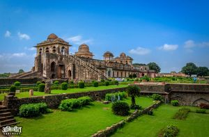 Got a weekend to spend in Madhya Pradesh? Head to Mandu and Maheshwar this time.