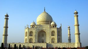 Spending Long Hours at Taj Mahal Will Now Lead to a Fine!