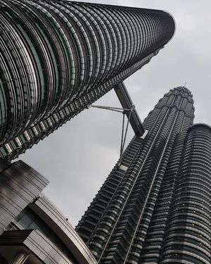 80 Ringgits and 10 Hours - Say Hello to the Petronas Towers, Malaysia