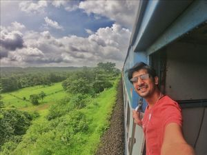 40hrs in train, many creative way to capture travel pic in train. #tripotocommunity #SelfieWithAView