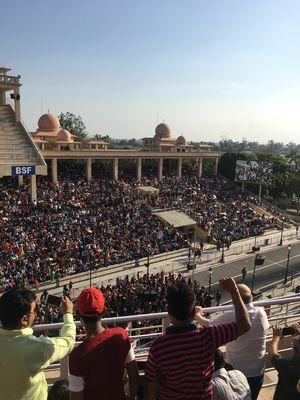 Attari-Wagah Border Ceremony - Ek Puraani chalti aayi hui nayi umeed.