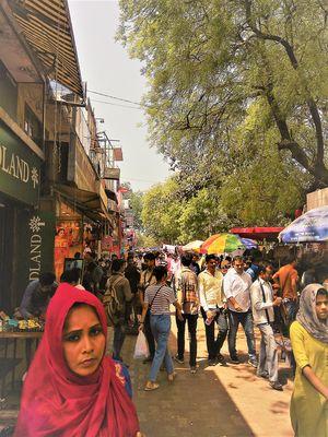 The Best time to Visit the Street Shopping Heaven, Sarojini Nagar!