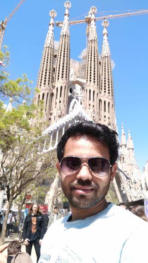 Weekend travel  La Sagrada Familia #SelfieWithAView #TripotoCommunity