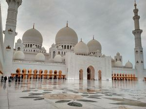 Grand mosque with grand beauty.(sheikh zayed grand mosque,abu dhabi)