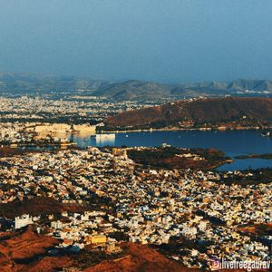 This panoramic view of udaipur city from monsoon palace will make you fall in love.
