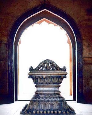 Visit the Safdarajung Tomb, New Delhi.