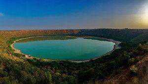 लोनर क्रेटर झील: महाराष्ट्र में छिपी है उल्का पिंड से बनी ये अद्भुत झील