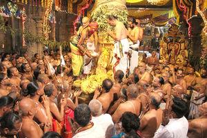तिरुपति बालाजी: करोड़पति भगवान के इस मंदिर में छुपे हैं कई राज़