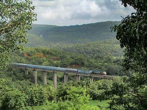 क्या आपने भारत की ये सबसे सुंदर रेल यात्रा की है?