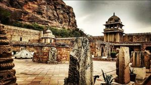 A Trip to Historical Gwalior... ( Trip u should never miss ) In Love with the Architecture