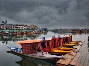 A Shikara ride in Dal Lake is a unique experience in Kashmir