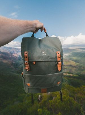 10 Necessary Things to Carry In your Travel Bag