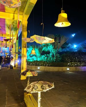 #event #dance #festival #publicevent #fête #folkdance #crowd #performance #night #pole #tree #perfor