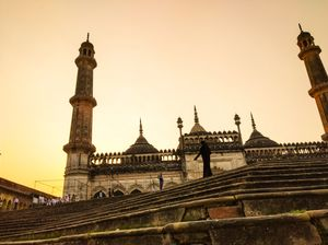Take a look at this Mughal architecture: Bara Imambara,Lucknow