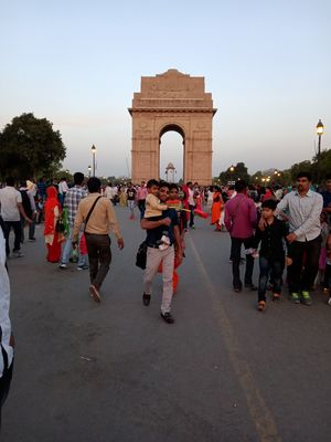 A place where  everyone should visit : India Gate
