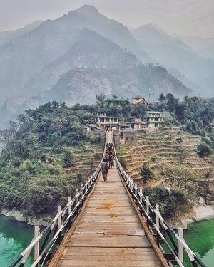 Build bridges, not walls. #colourgreen
