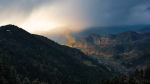This is what snowfall with a hue of sunlight looks like! Himachal Pradesh is called ABODE OF GODS fo