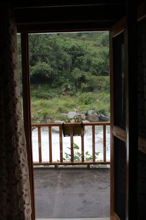 Why monsoon is the best time to visit Tirthan Valley #tirthanphotos