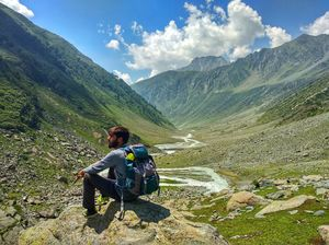 Trekk To The Twin Lakes (Tarsar Marsar)