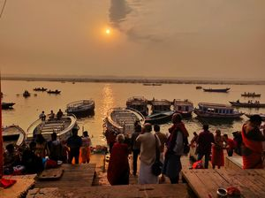THE MORNING RITUAL AT THE BANKS OF GANGA RIVER             PARADISE
