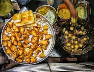 Do have गर्मा गरम Samosas on भीगी भीगाती सड़के!
