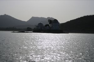 Udaipur : The City of Lavish Royal Residence and Artificial Lakes!