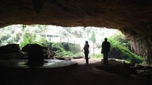 Mawjymbuin Cave 1/2 by Tripoto