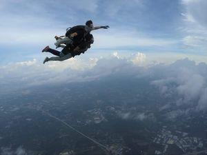 Sky diveeee!!