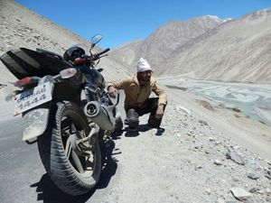Ladakh on wheels - (3 Friends,  2 bikes, 12 days 3400 kms)