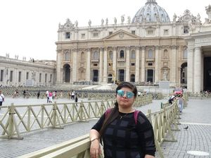 Vatican City.......where hundreds gather for blessings #Vaticancity #Rome