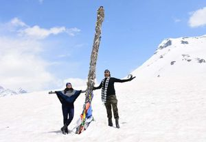 HAPPIEST GETTING LOST IN SNOW IN THIS SUMMER  -   HIMACHAL DIARIES - MANALI - SHIMLA QUICK GUIDE