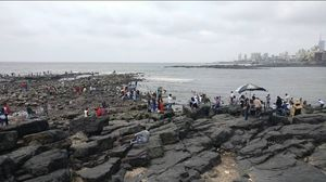 Peaceful Journey To Haji Ali Da
